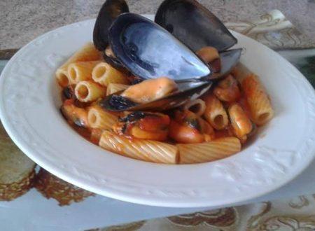 Tortiglioni con crema di peperoni e cozze