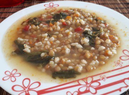Zuppa di lenticchie, orzo e spinaci