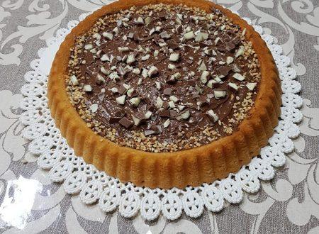 Crostata morbida con cioccolato e barrette Kinder