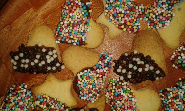 Biscotti con glassa al cioccolato