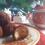 Tartufini di pandoro con caffè, panna e cacao