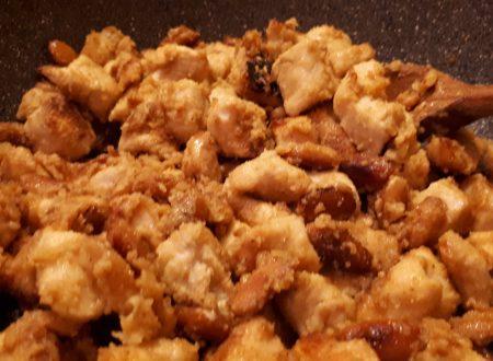 Pollo alle mandorle orientale – Ricetta veloce