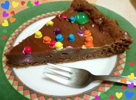 Pizza al cioccolato con crema e smarties