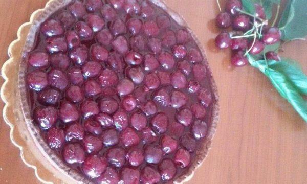 Crostata con panna cotta e ciliegie in gelatina