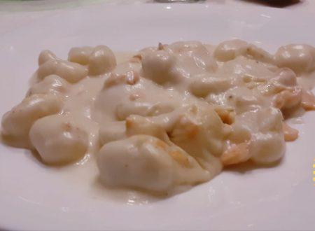 Gnocchi di patate al salmone con besciamella