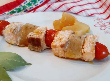 Spiedini di salmone con ciliegino e patate