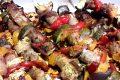 Spiedini di salsiccia e verdure al forno