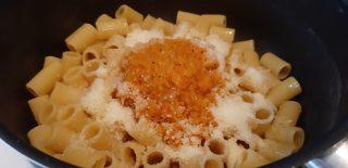 Mezze maniche al forno con zucca rossa e scamorza affumicata
