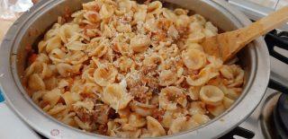 Orecchiette con ragù di salsiccia rucola e briciole croccanti