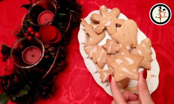 Biscotti natalizi con arancia cannella e glassa