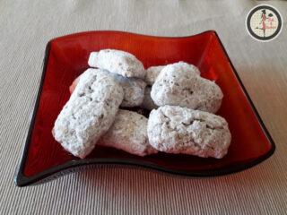 Biscotti alle noci e zucchero a velo