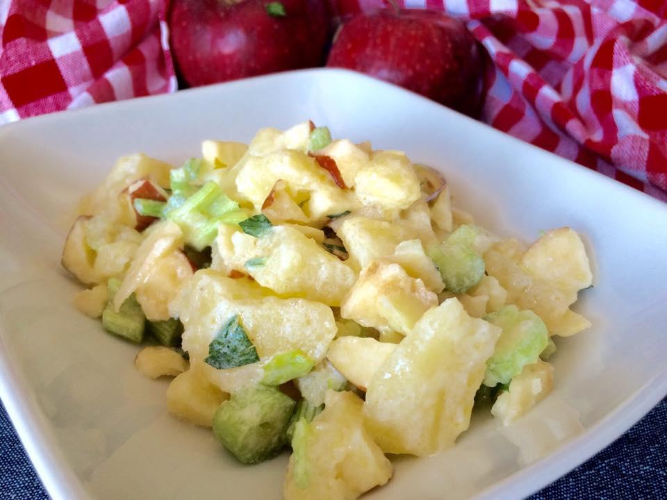 Insalata di patate allo yogurt (240 calorie a porzione)