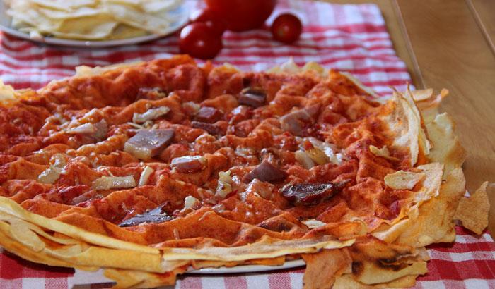 Pizza crudo e parmigiano di pane carasau (330 calorie a porzione)