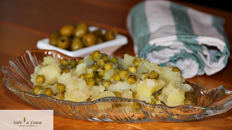 Patate saporite con piselli (178 calorie a porzione)