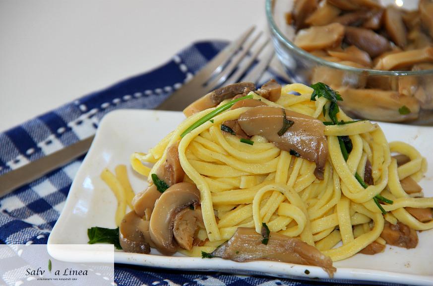 Tagliatelle con champignon (359 calorie)