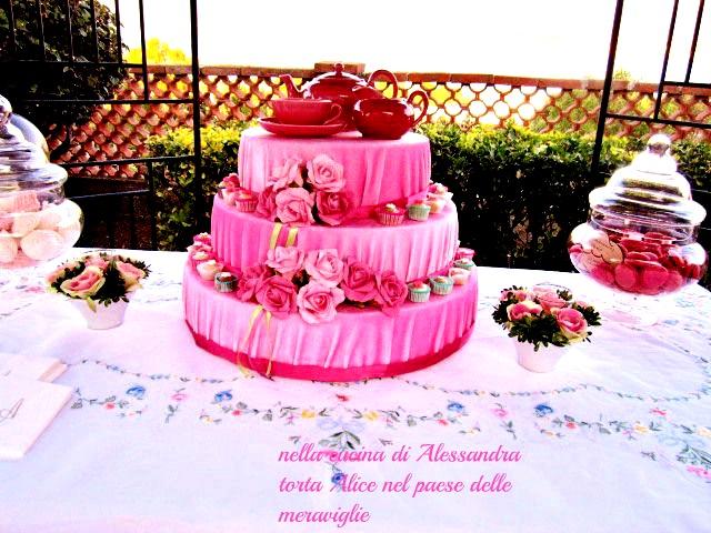 torta Alice nel paese delle meraviglie , una favola per bambine