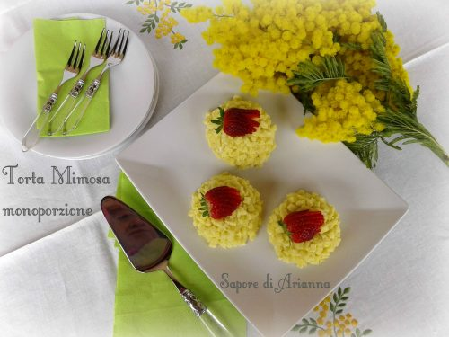 Torta mimosa monoporzione con fragole