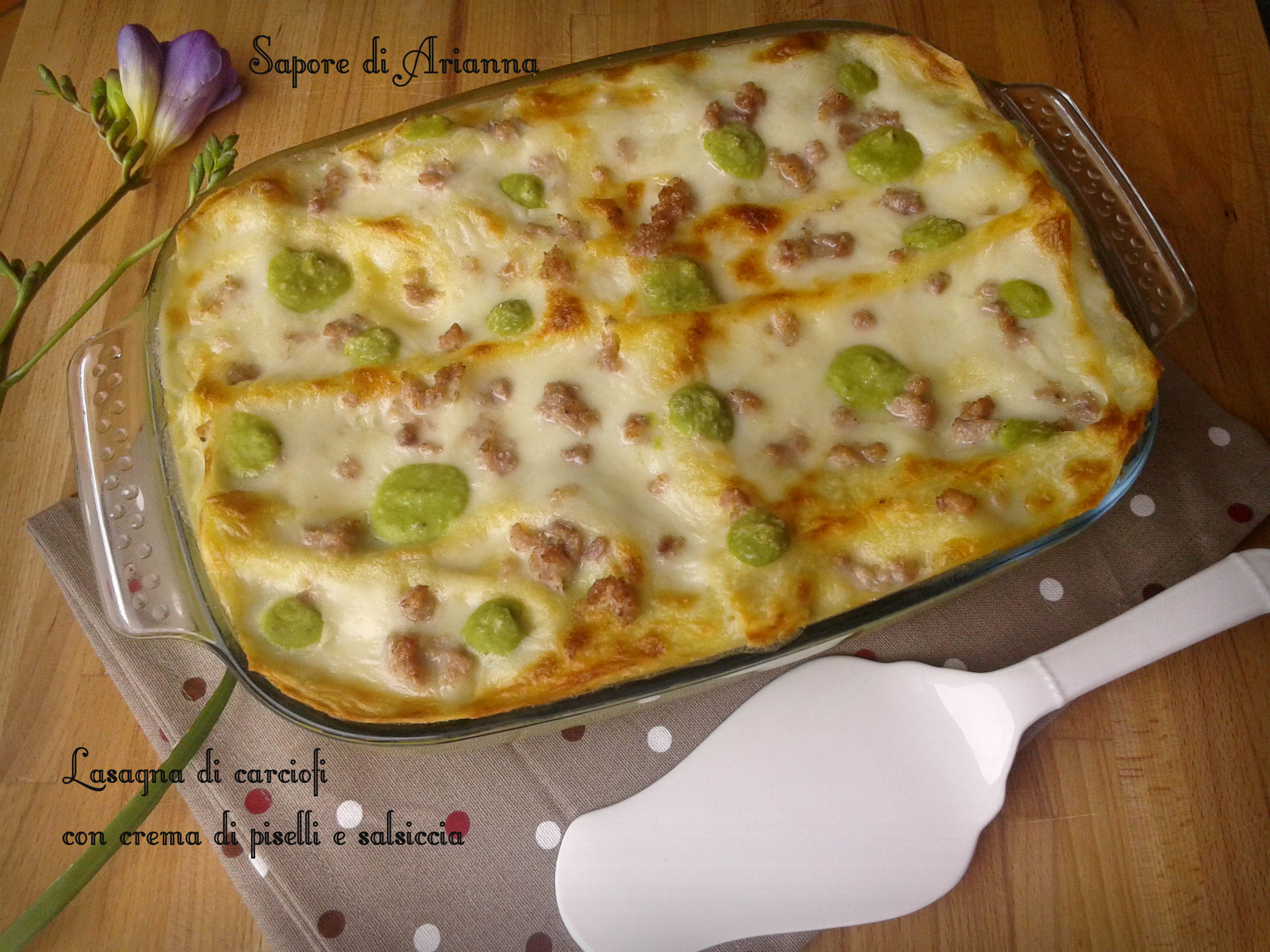 lasagna di carciofi con crema di piselli e salsiccia