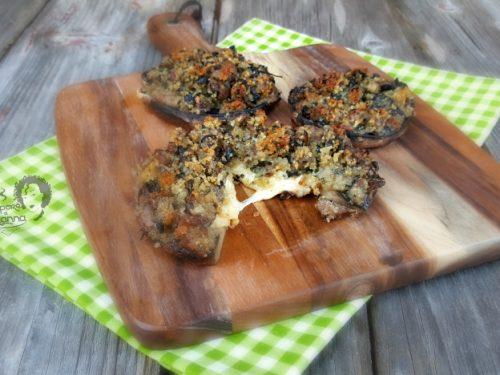 Funghi Portobello ripieni con salsiccia e scamorza