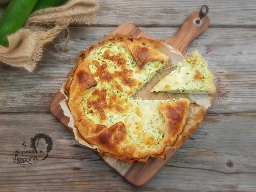 Torta salata con pasta sfoglia, zucchine e ricotta