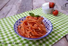 Pasta con sugo di pomodoro e ricotta