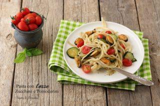 pasta con cozze, zucchine e pomodorini