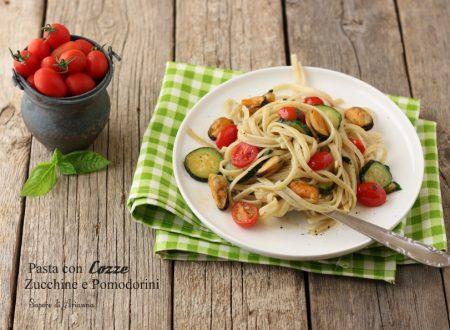 Pasta con cozze, zucchine e pomodorini.