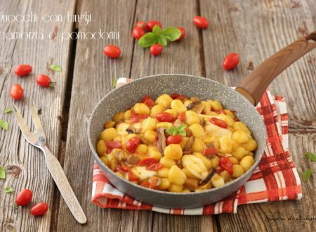 Gnocchi con funghi e pomodorini filanti
