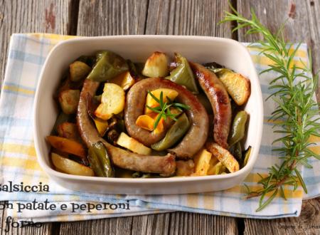 Salsiccia con patate e peperoni al forno