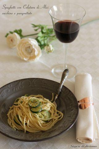 Spaghetti con colatura di alici e zucchine con pangratato