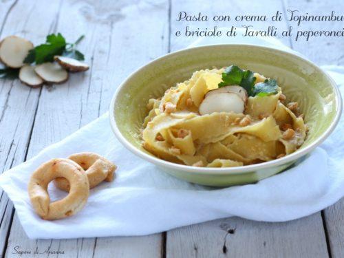 Pasta con crema di Topinambur e briciole di Taralli al peperoncino