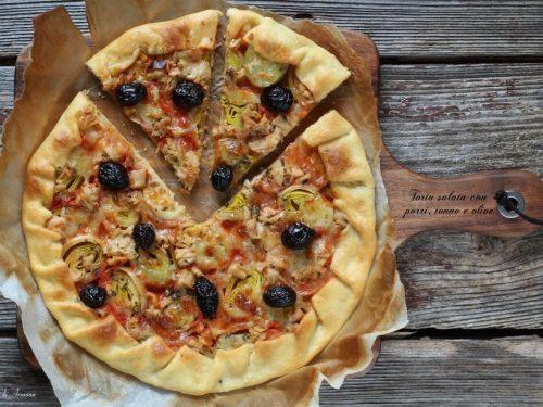 Torta salata con porri tonno e olive