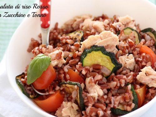 Insalata di riso rosso con tonno e zucchine