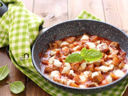 Melanzane pomodoro e mozzarella in padella