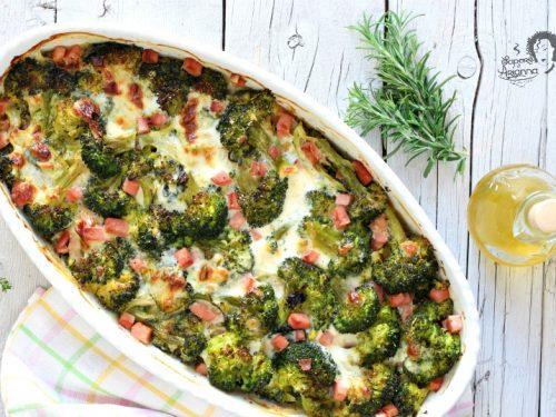 Broccolo gratinato al forno con prosciutto e mozzarella