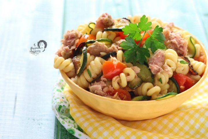 pasta con zucchine tonno e pomodorini