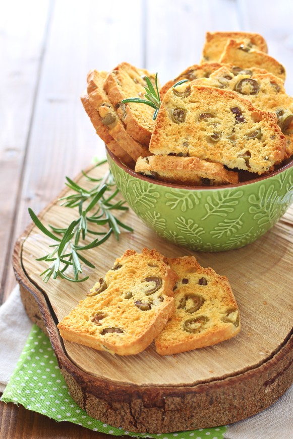 biscotti salati alle olive e origano