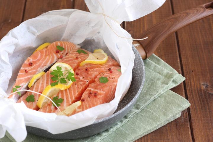 salmone al cartoccio in padella