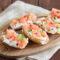 Crostini salmone affumicato e stracciatella