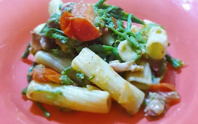 Pasta asparagi, pancetta e pomodorini