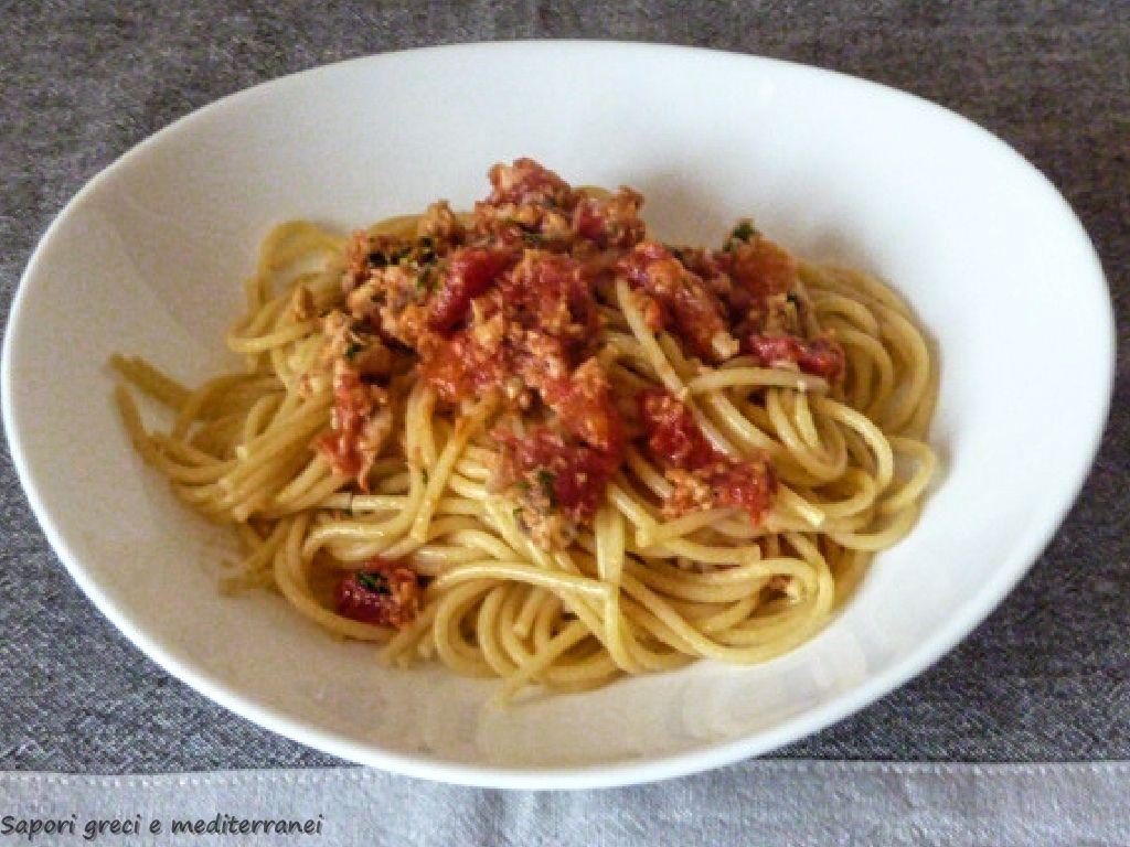 Spaghetti con salsa al tonno