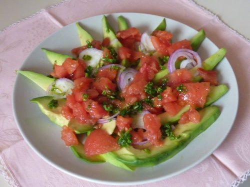 Carpaccio di avocado e pomodori