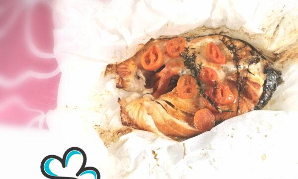 Filetto di salmone affumicato con legno di limone al cartoccio profumato al timo