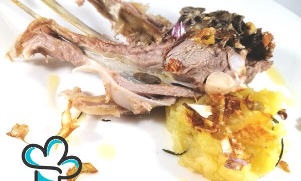 """Cotolette di agnello al forno con patate al rosmarino e """" fiocchi di carciofi"""""""