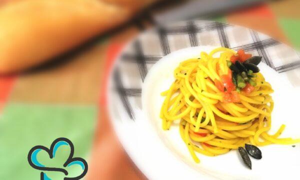 Spaghetti con asparagi selvatici, zafferano e semi di zucca
