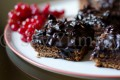 Brownies con cioccolato e frutta secca