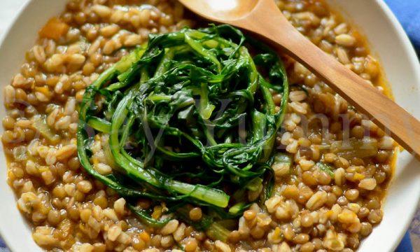 Zuppa di Lenticchie e Farro con Foglie di Catalogna