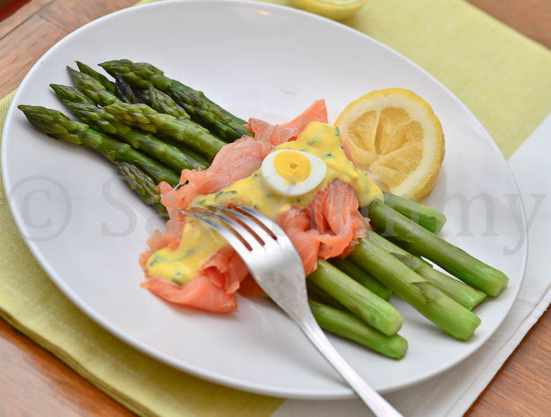 Asparagi Salmone e Salsa di Tuorli