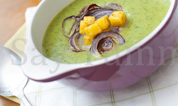 Vellutata di lattuga e piselli con patate al curry