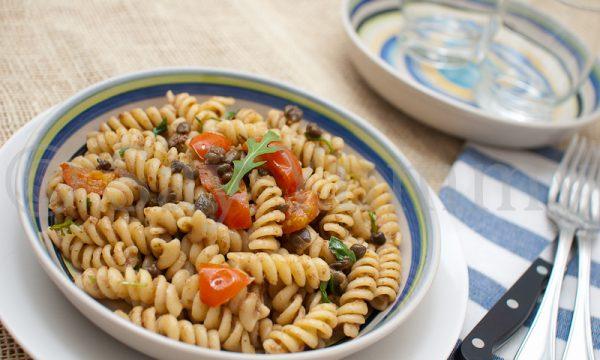 Fusilli con crema di olive e capperi fritti-Primo vegetariano